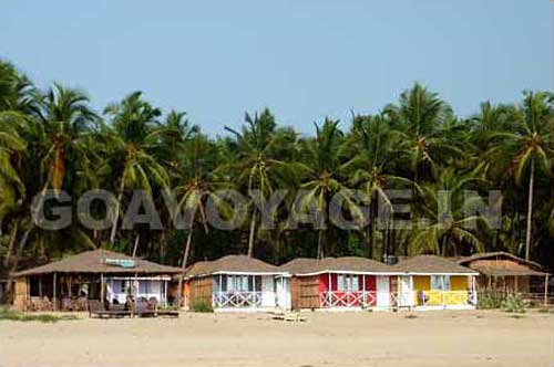 Huts right on the beach in Agonda