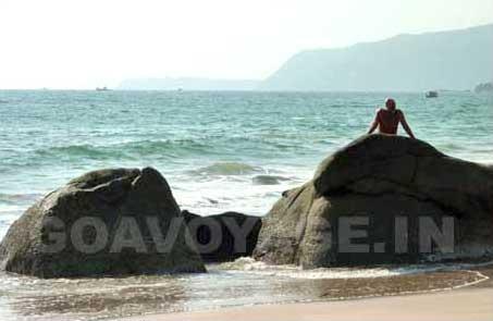 Big rocks on the shore of Agonda beach