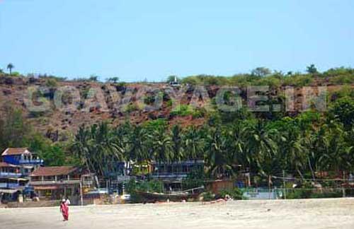 goa-beach-arambol-hills-behind