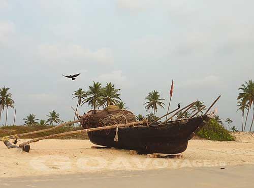 goa-beach-carmona-boat