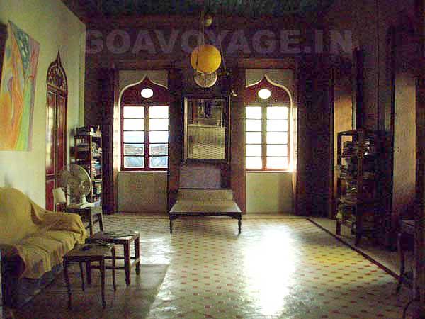 vue sur le salon de la villa Clemente, maison indo-portugaise, sud goa, inde