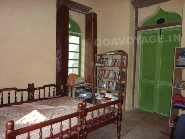 chambre beige, maison indo-portugaise, sud goa inde
