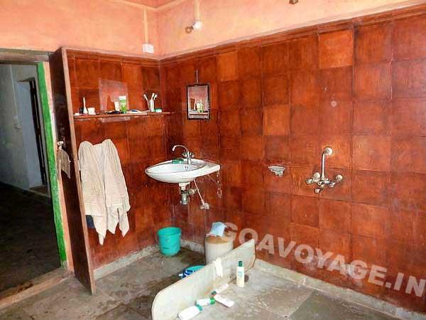 salle de bain principale de la maison, sud goa, inde