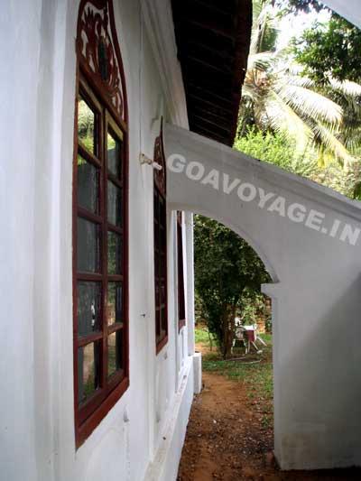 arche de la face nord d'une maison indo-portugaise, sud goa inde