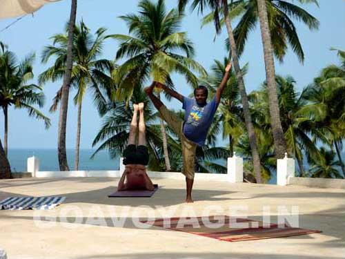 goa-beach-palolem-yoga