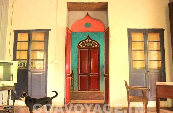 Vue du salon sur l'entrée, Villa Clemente, sud Goa, INde