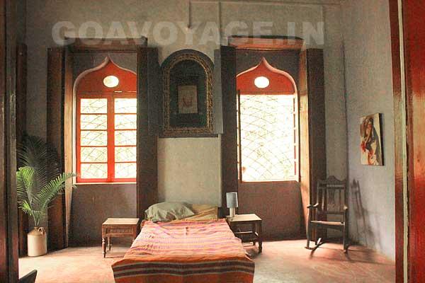 Vue en entrant dans le salon de la partie à louer, Villa Clemente, sud Goa, Inde.